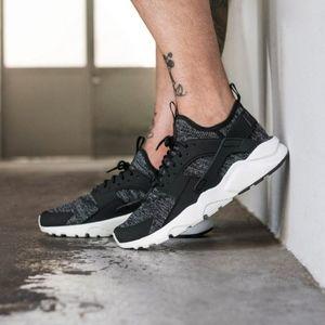 Men's Nike Huarache Run Ultra BR (Size 10 & 11)